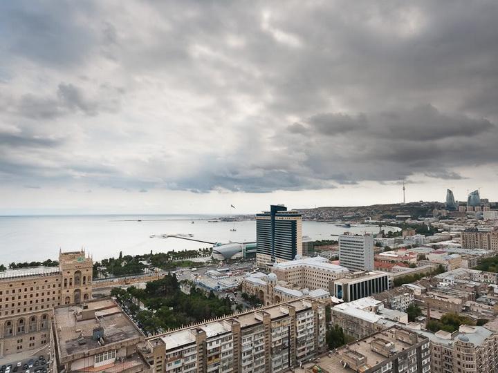 В Баку и на полуострове в понедельник сохранится облачность, возможны дожди