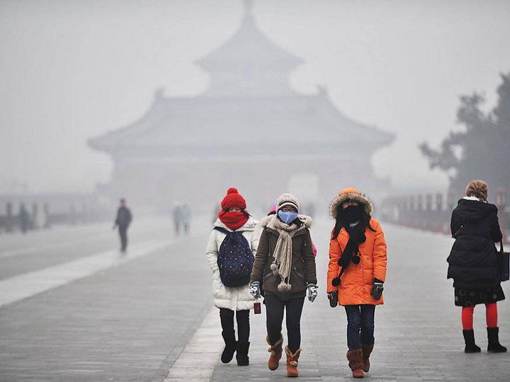В столице Китая повысили уровень опасности из-за смога