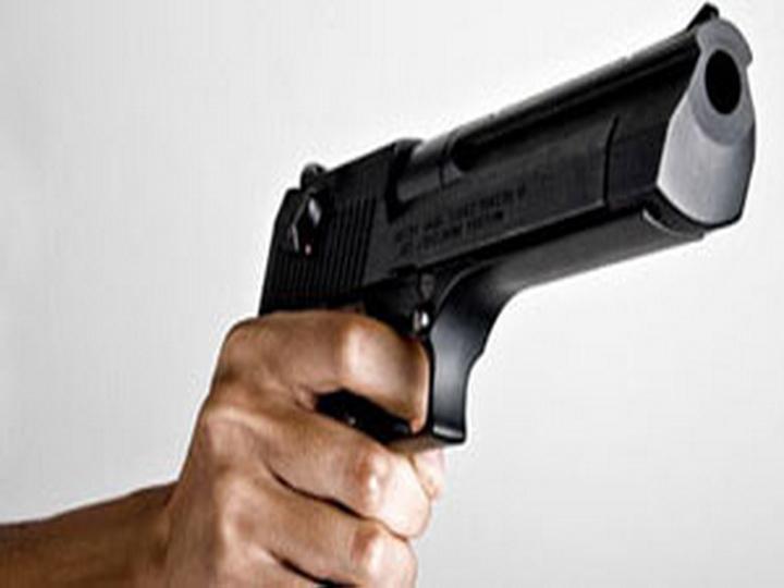 В Баку задержан мужчина, угрожавший жене пистолетом