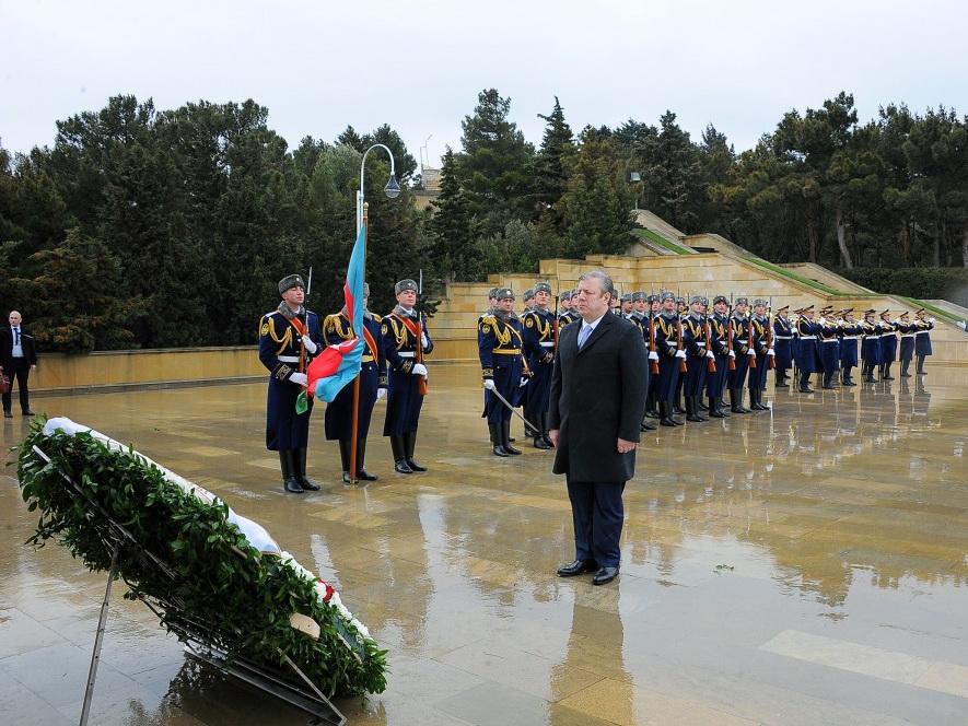 Премьер-министр Грузии посетил Аллею шехидов