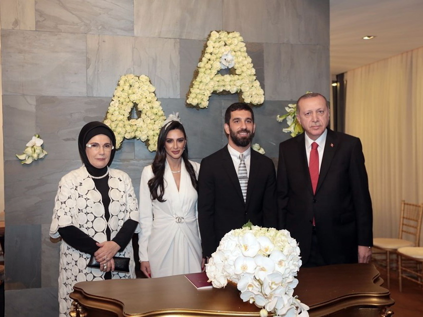 Эрдоган стал свидетелем на свадьбе футболиста Арды Турана - ФОТО