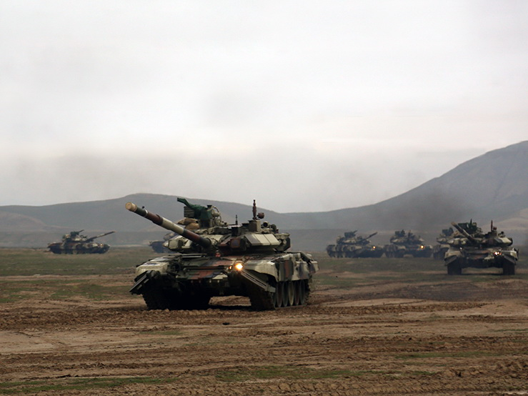Начались широкомасштабные учения азербайджанской армии с участием 25 тысяч военнослужащих - ФОТО