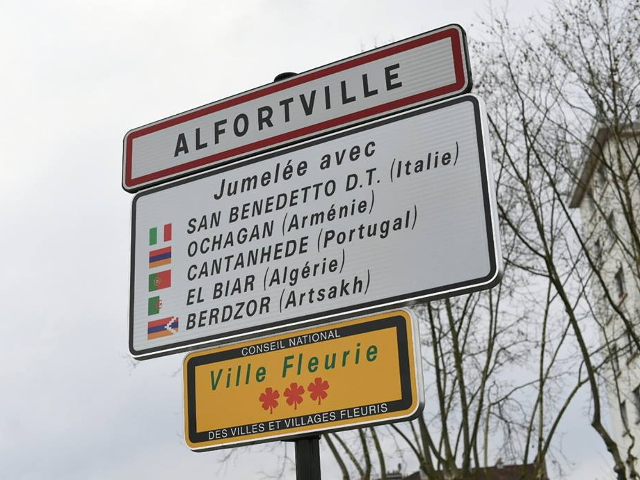 Города Франции не признают центральной власти Парижа, когда дело касается армян