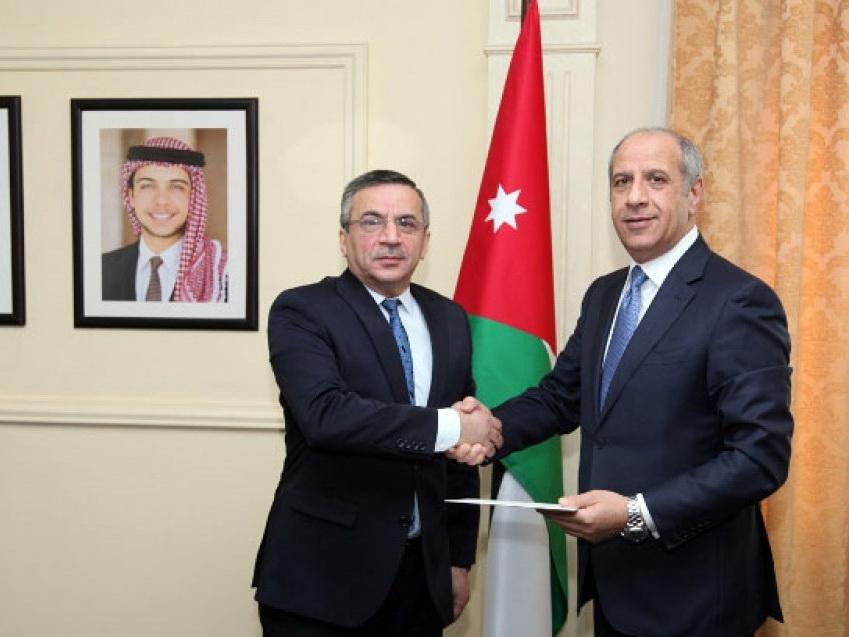 Посол Азербайджана вручил верительные грамоты Королю Иордании