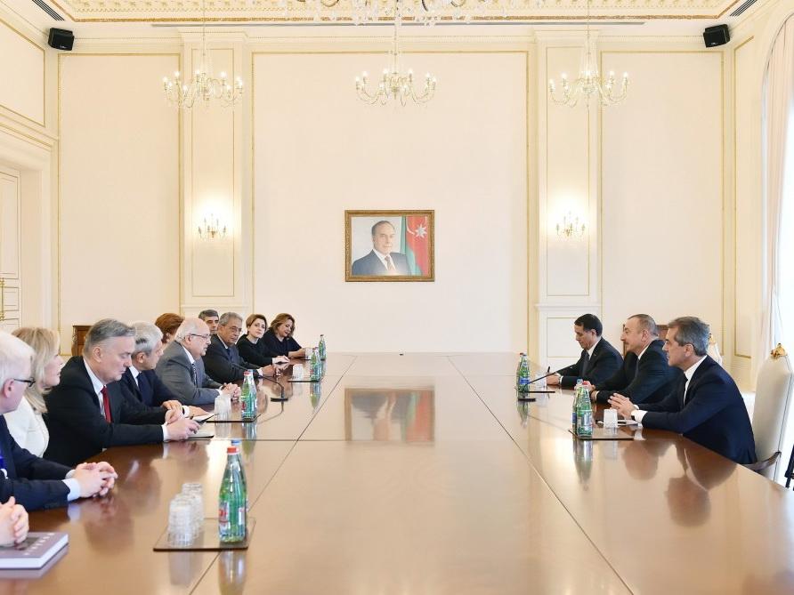 Ильхам Алиев принял сопредседателей и членов правления Международного центра Низами Гянджеви - ФОТО