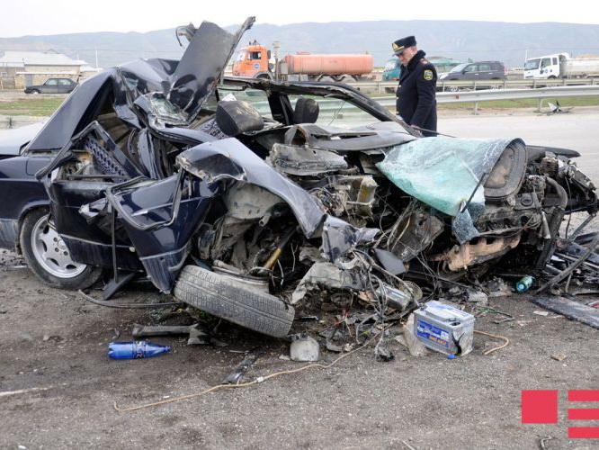 Страшное ДТП на трассе Баку – Газах: автомобиль превратился в металлолом, есть погибшие - ФОТО