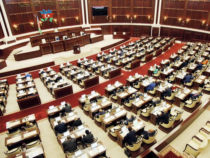 Милли Меджлис одобрил отчет правительства за 2017 год