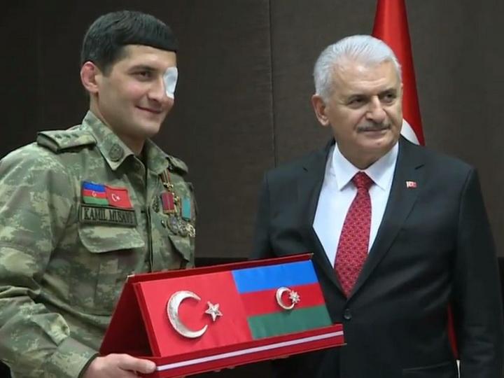 Премьер-министр Турции встретился с ветераном Карабахской войны – ВИДЕО