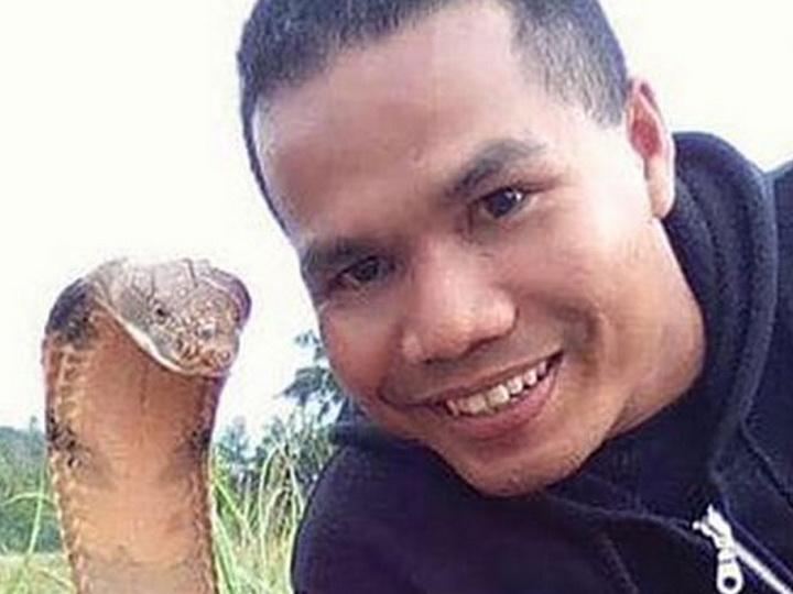 Знаменитый укротитель змей умер от укуса кобры
