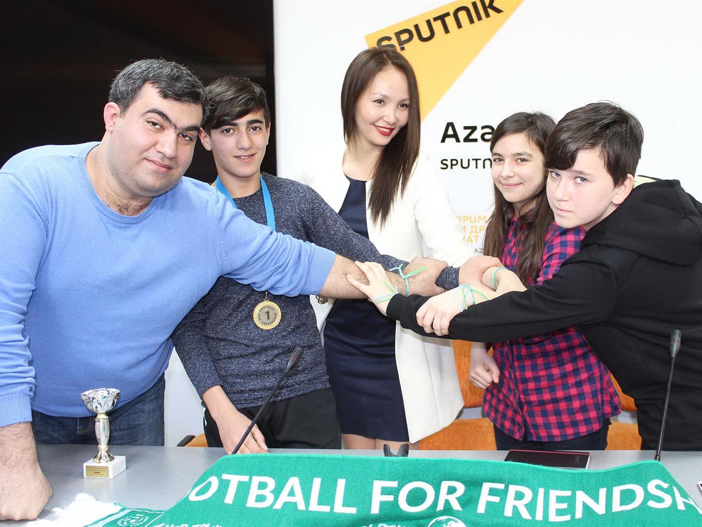 Джонатан Фергюсон и Рена Алиева о том, что представят Азербайджан на турнире «Футбол для дружбы»