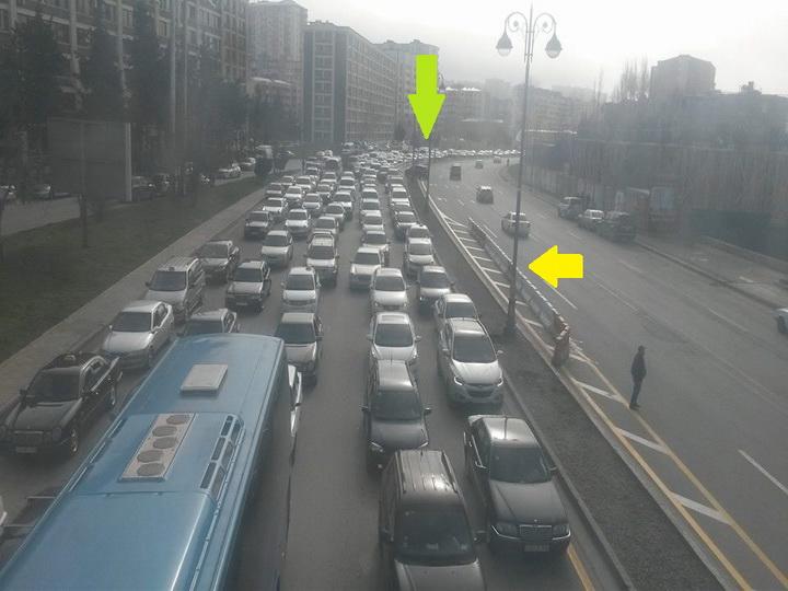 На одной из оживленных дорог Баку появился новый разворот для ликвидации огромных пробок – ФОТО