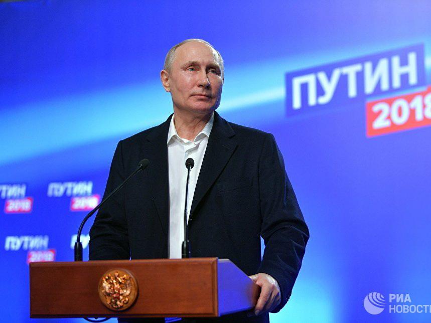 Путин набирает более 76% голосов после подсчета 99% протоколов