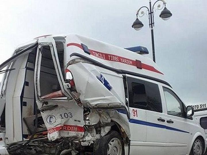 В Азербайджане «Скорая помощь», везущая пострадавшего в ДТП, попала в аварию