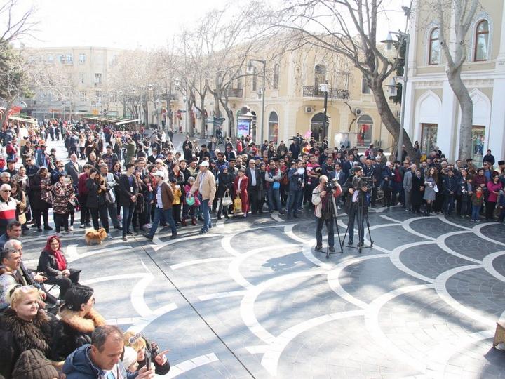 На Площади фонтанов открылась праздничная ярмарка - ФОТО