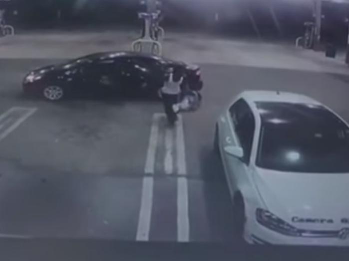 Сердобольный вор вернул ребёнка, которого случайно «угнал» вместе с авто – ВИДЕО