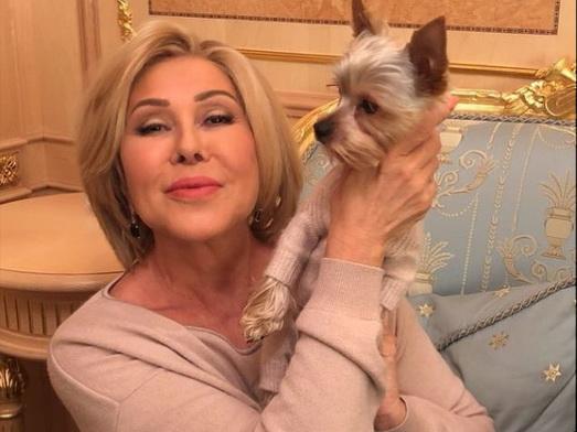 Любовь Успенская устроила в самолете дебош из-за собаки
