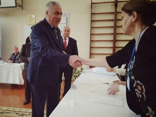 Кандидат в президенты Хафиз Гаджиев проголосовал за Ильхама Алиева
