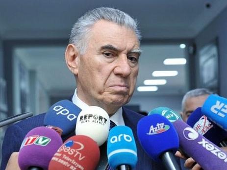 Prezident Əli Həsənovu təltif edib