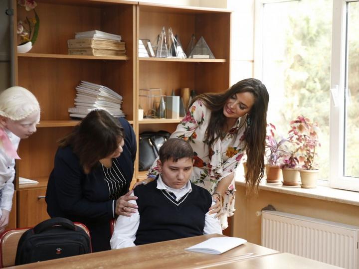Вице-президент Фонда Гейдара Алиева Лейла Алиева встретилась с детьми с ограниченными возможностями здоровья - ФОТО