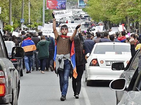 Президент Армении прибыл на митинг оппозиции в Ереване - ФОТО