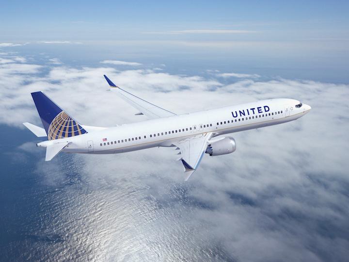 В Японии экстренно сел самолет United Airlines из-за неисправности в двигателе
