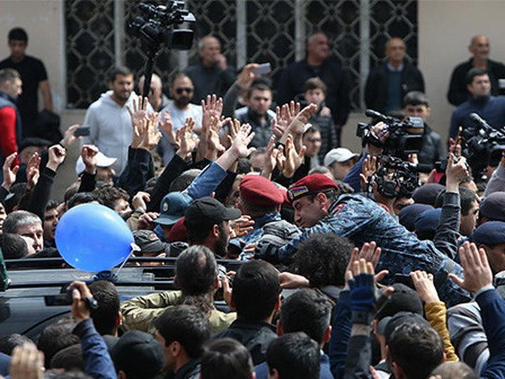 На митинге в центре Еревана собрались десятки тысяч человек - ФОТО - ВИДЕО - ОБНОВЛЕНО