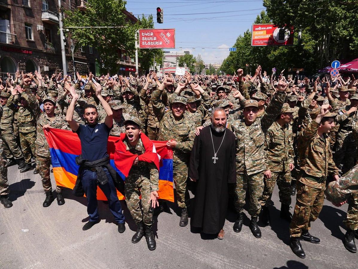 Минобороны Армении: присоединившихся к протестам солдат ждет наказание - ФОТО – ВИДЕО – ОБНОВЛЕНО