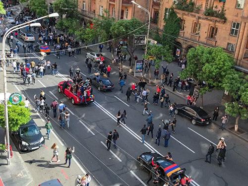 В Армении празднуют отставку премьер-министра - ФОТО – ВИДЕО - LIVE