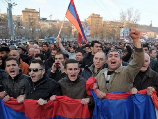 Студенты Ереванского государственного университета начали массовую акцию протеста – ВИДЕО - ОБНОВЛЕНО