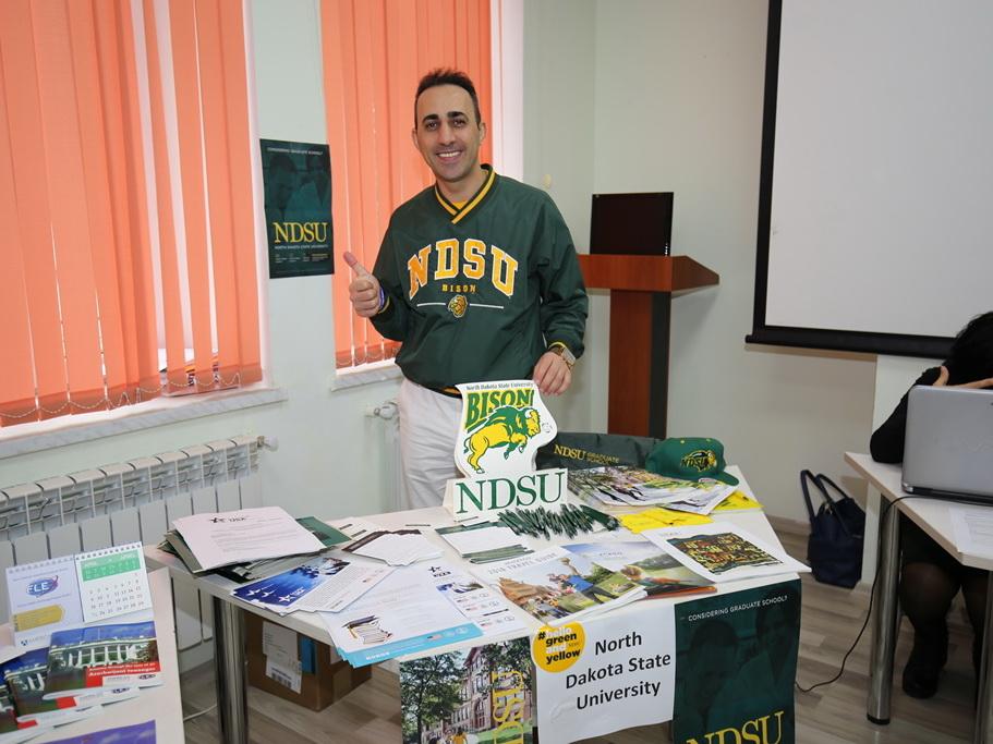 Американская образовательная ярмарка представила в Баку возможности образования в США – ФОТО