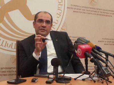 Армянский министр подал в отставку и присоединился к митингующим