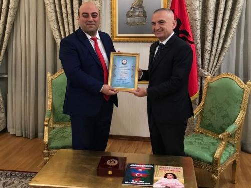 Президенту Албании вручен золотой орден «Друг Азербайджана», учрежденный международным журналом «Мой Азербайджан» - ФОТО