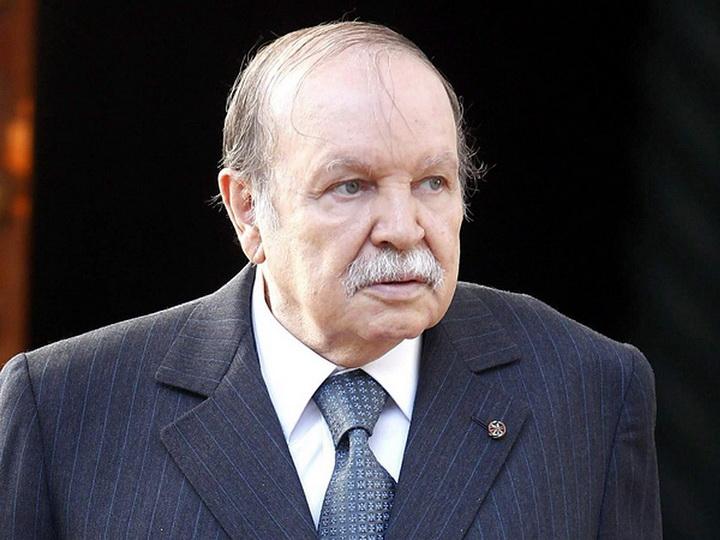 Президент Алжира поздравил Ильхама Алиева с победой на выборах