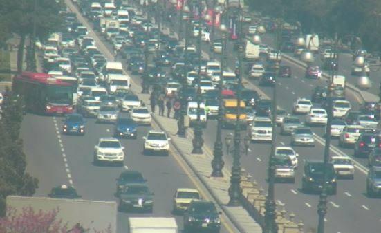 На одном из центральных проспектов Баку произошло ДТП, образовалась огромная пробка – ФОТО