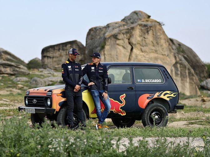 Гонщики Red Bull прокатились на «Ниве» в Гобустане - ФОТО