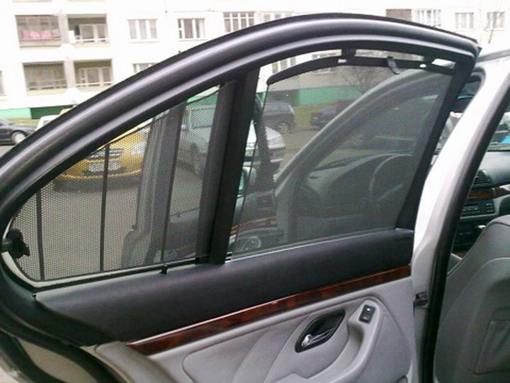 В Азербайджане вступает в силу запрет на использование шторок в автомобилях