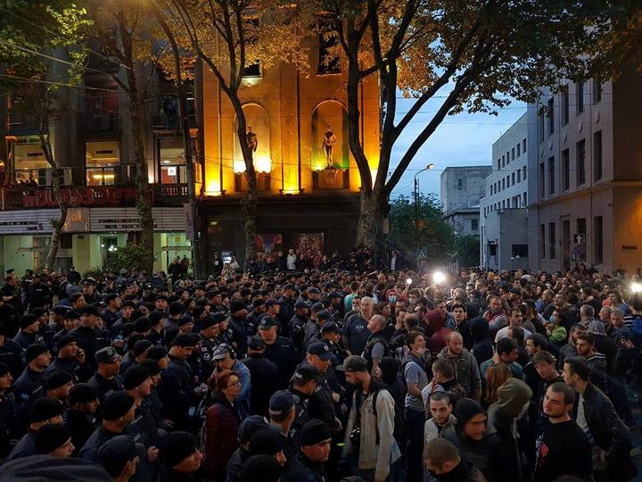 К зданию парламента в Тбилиси стянуты дополнительные силы полиции