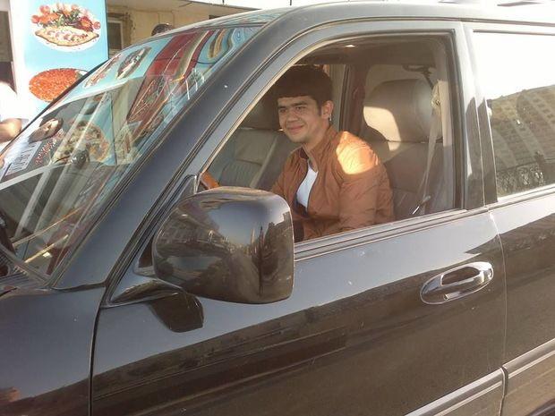 В Баку суд вынес мягкий приговор юноше, убившему молодого человека за общение с его 13-летней сестрой – ФОТО