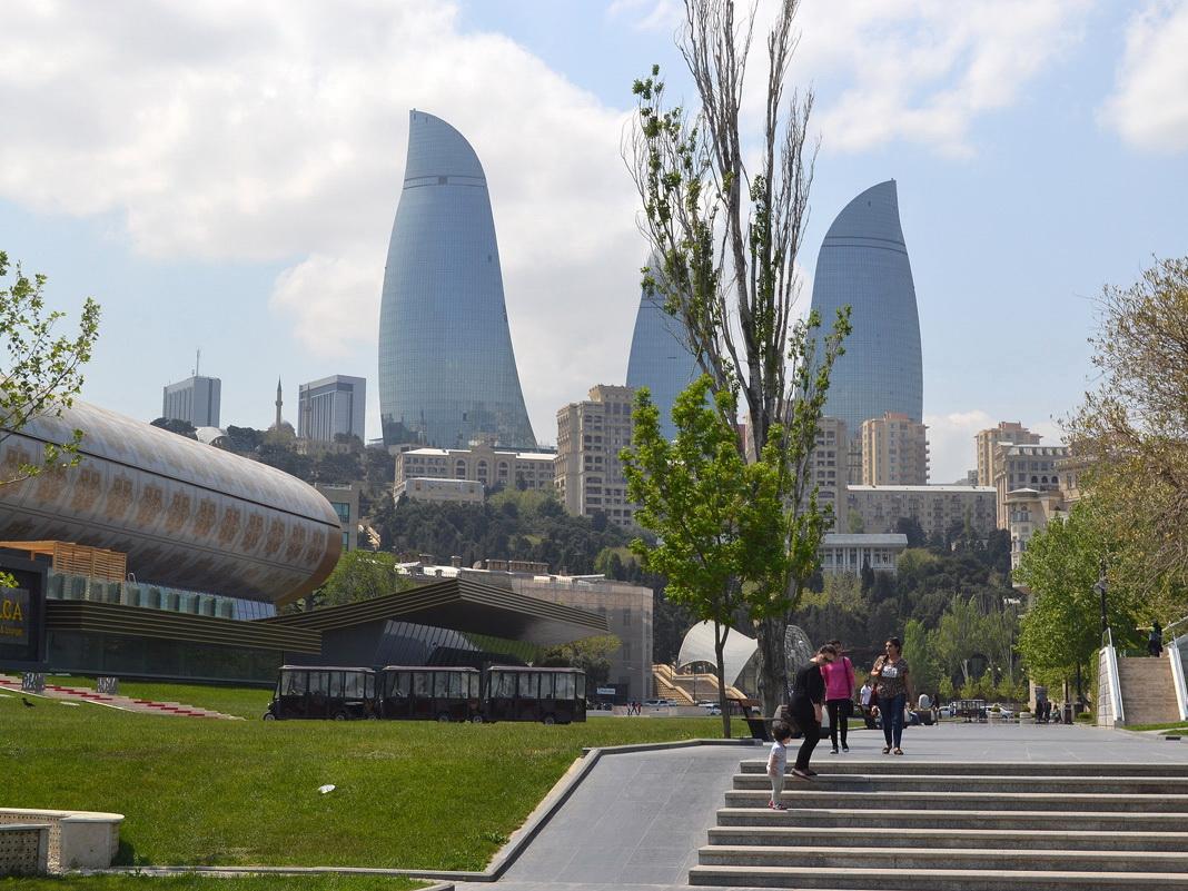 В четверг температура воздуха в Баку составит +28 градусов