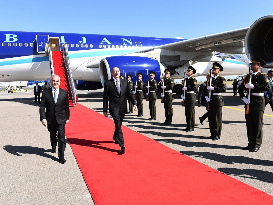 Президент Азербайджана Ильхам Алиев прибыл в Нахчыван - ФОТО