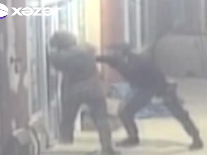 В Баку грабитель покрасовался перед камерой наблюдения – ВИДЕО