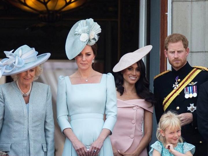 Супруга принца Гарри нарушила королевский дресс-код - ФОТО