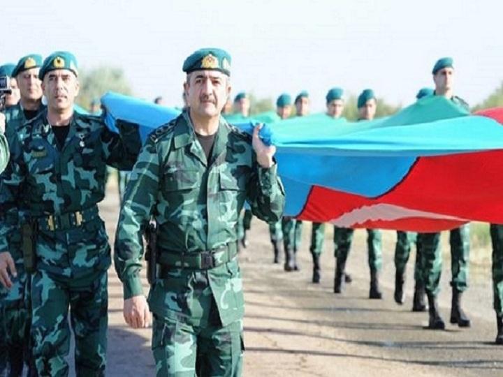 Elçin Quliyev hərbçilərlə 2 km uzunluqda olan bayrağı daşıdı