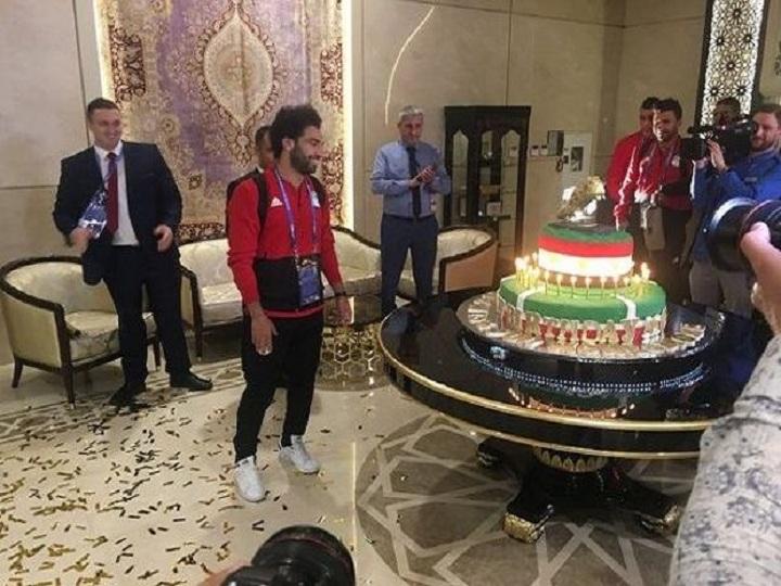 Futbolçuya 100 kiloqramlıq tort hədiyyə edilib – VİDEO
