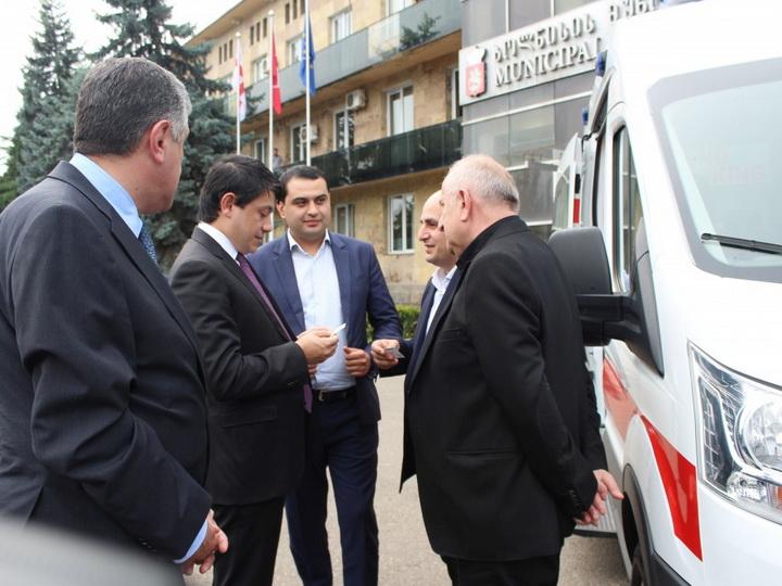 Heydər Əliyev Fondu Qardabani rayonuna təcili yardım maşını hədiyyə edib - FOTO