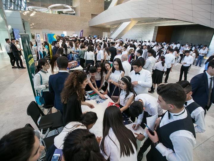В Баку прошло мероприятие для выпускников, окончивших учебные заведения с высокими баллами – ФОТО
