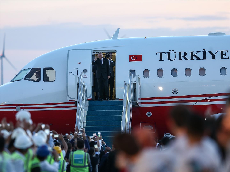 Турецкий борт №1 приземлился в новом аэропорту Стамбула - ФОТО