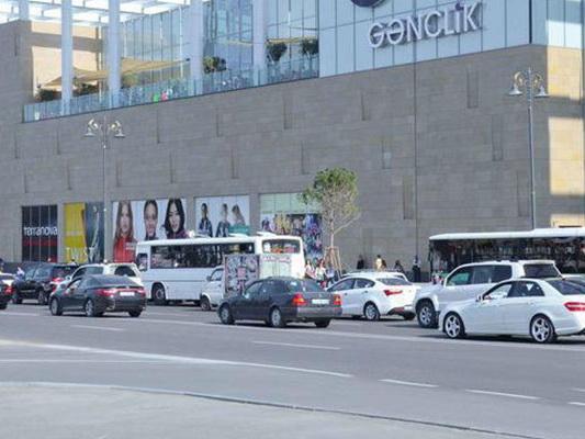 В Баку перенесут автобусную остановку, провоцирующую пробки у станции метро «Гянджлик»