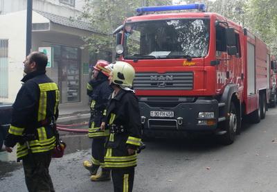 Произошел пожар в жилом здании в Ясамальском районе Баку