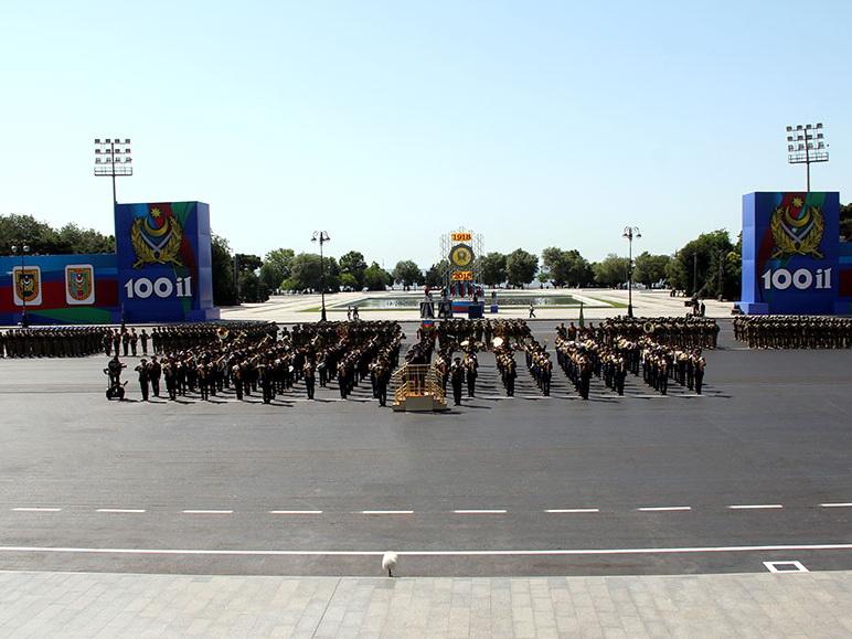 На военном параде в Баку будет представлено свыше 240 единиц военной техники